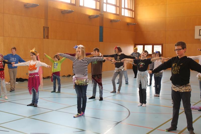 Rhythmus und Tanz 37