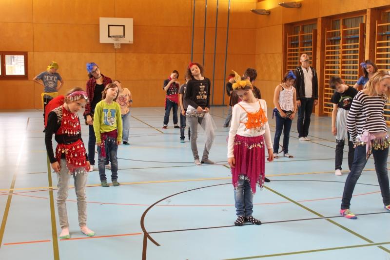 Rhythmus und Tanz 39
