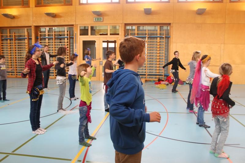 Rhythmus und Tanz 43